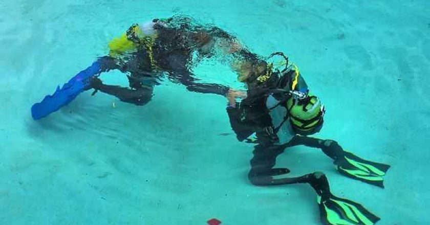 Learning how to scuba dive in pool photo