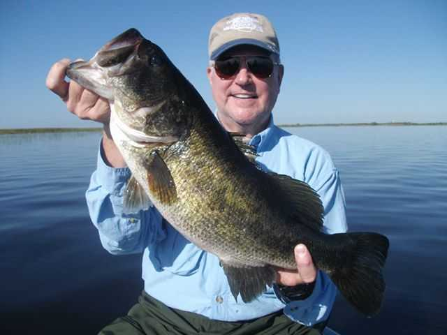 Brian Grave from Virginia and a big Okeechobee bass. PHOTO CREDIT: Capt. Mike Shellen.