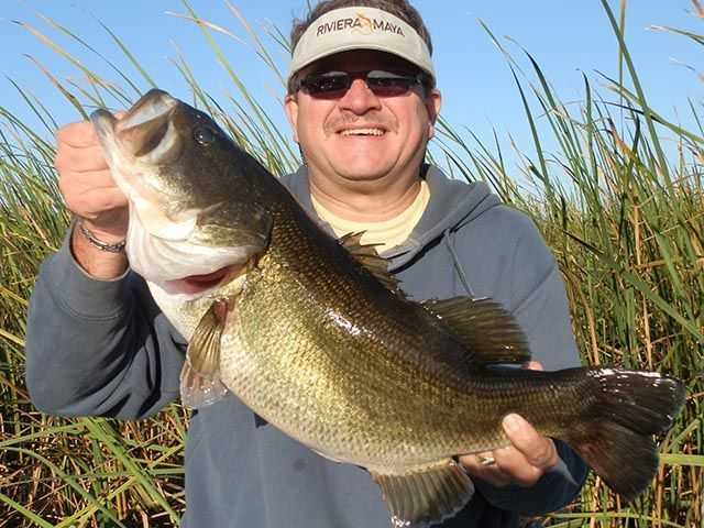 Richard Wolfe from Toledo, Ohio, with a 9.5-pound Okeechobee bass.